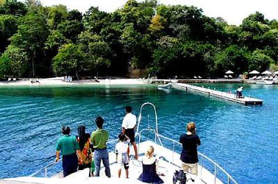http://4.bp.blogspot.com/_coM3I-m_PcE/S7QWGiEnOjI/AAAAAAAAACw/GWwd5sSkhCA/s1600/pantai+pulaumoyo+sumbawa2.jpg