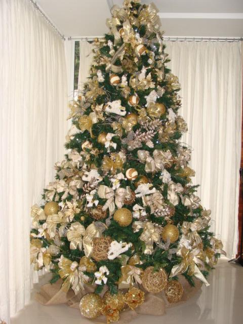decoracao de arvore de natal azul e prata:Para o fundo do laço fita de juta de caimento leve com fio ouro.