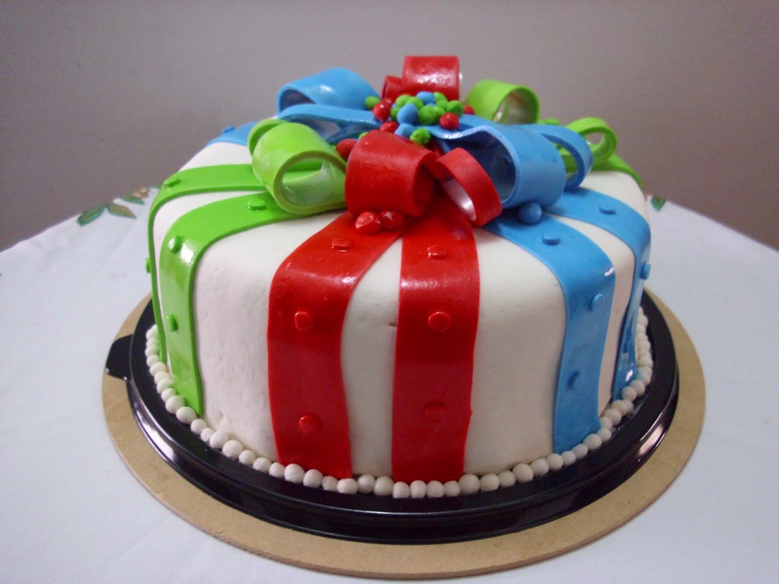 Torta de cintas de colores! (Cobertura en masmelo)