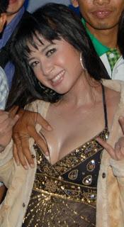 Dewi Persik Joget