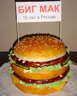 love burger? love cake? get burger cake. This cake is for Big Mag 15 years in Russia