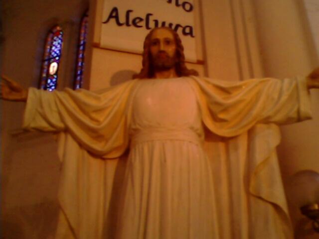 Cristo Resucito, DIOS VIVE ENTRE NOSOTROS