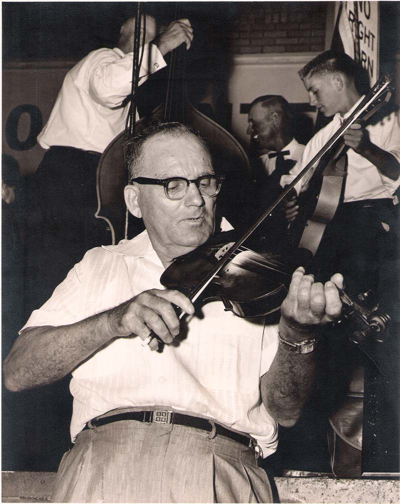 Fiddlin' Bob Larkan & Family Bob Larkan And Family Silver Nail / McLeods Reel