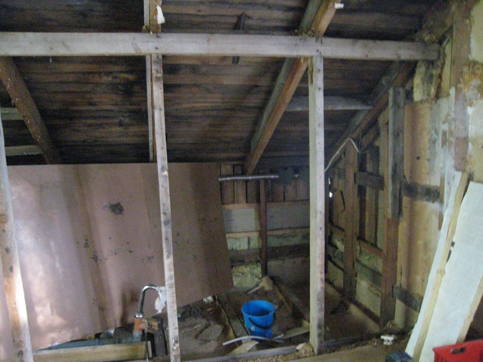 Artturitien rintamamiestalon remotti Talon remontti alkaa