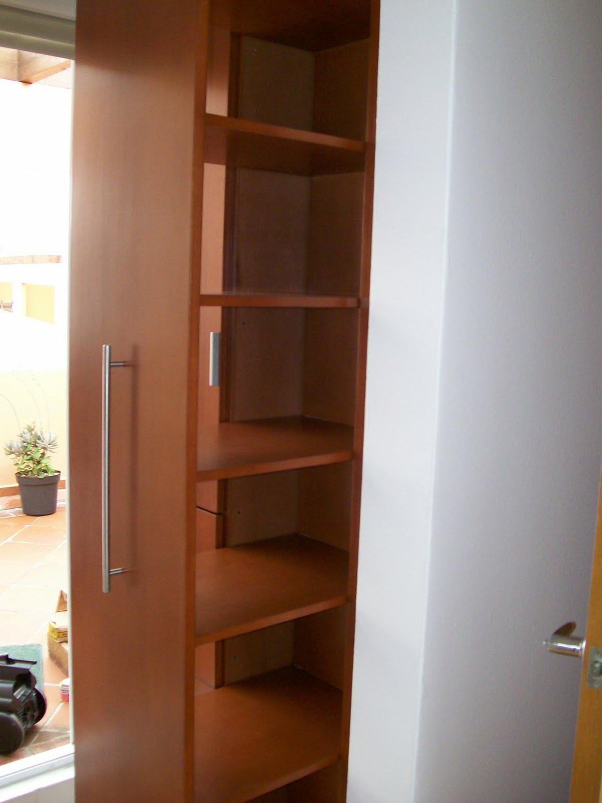 Closet muebles sobre dise o avl for Disenos de zapateras de madera