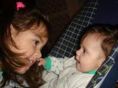 fetele mele discută