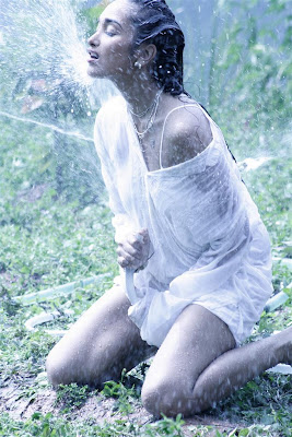 hot-sexy-desi-indian-actress-photo-wet-drenched