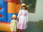 Minhas filhas na festinha Junina