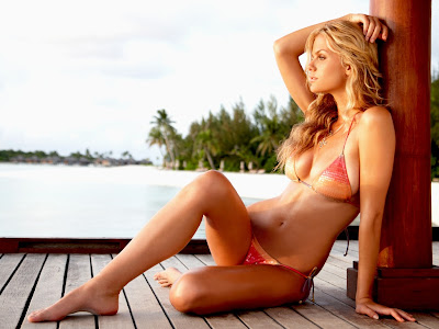 Brooklyn Decker in 2010 Sports Illustrated Swimsuit Model Photo Shoot Session