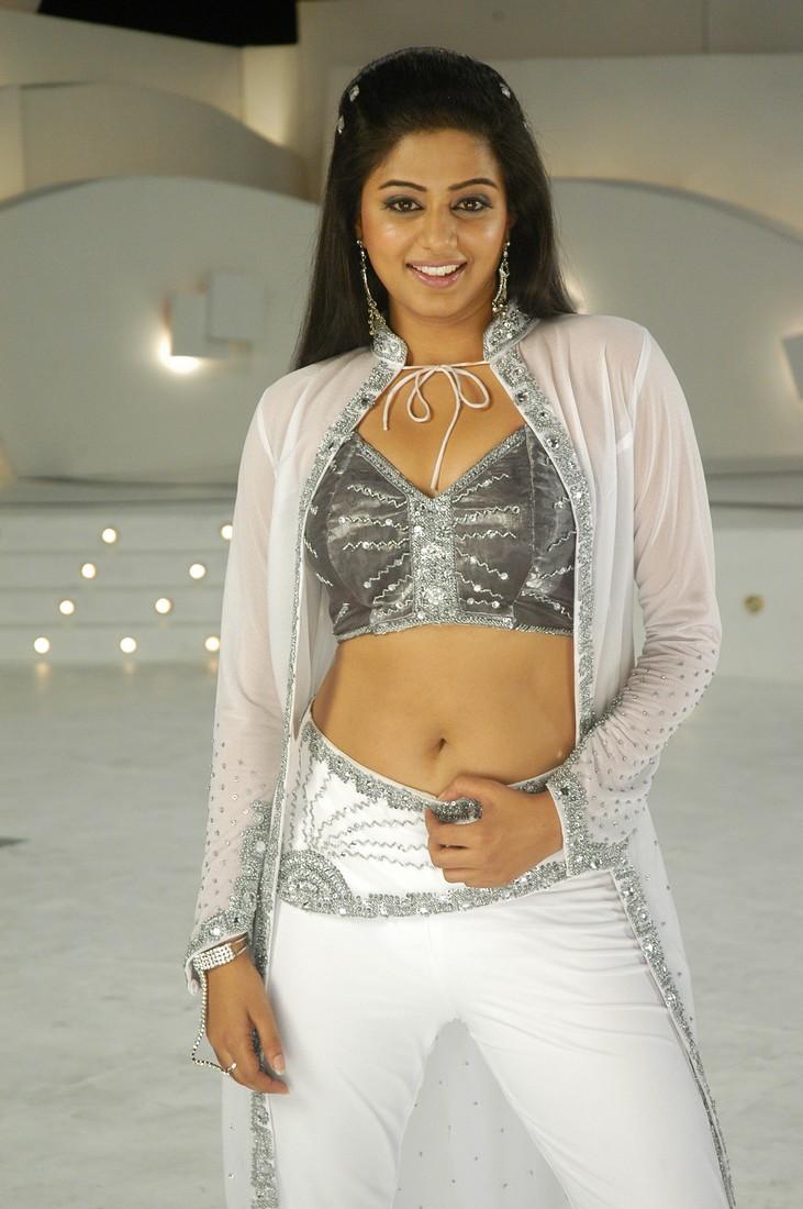 Very Hot Actress Photos: Priyamani - 149.0KB