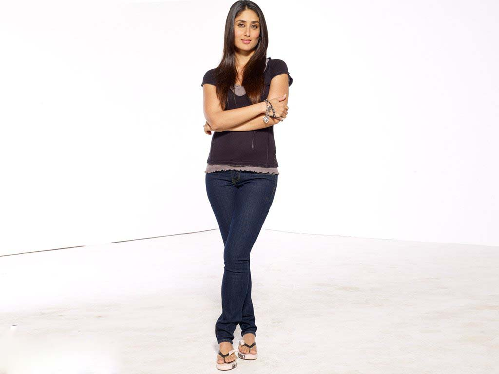 RKEE 4 MEDIA: Kareena Kapoor 'Zero Size' For Ads - Gallery