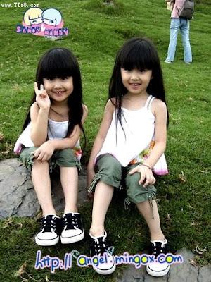 Foto Anak-Anak Kembar Imut dan Lucu