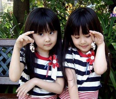 Bayi-bayi Kembar Imut Nan Menggemaskan