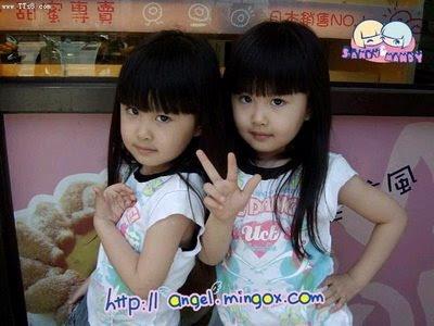 http://4.bp.blogspot.com/_d-GWpXJVO4Q/ScYOztotFbI/AAAAAAAAkdE/2Pn6uOT1uTw/s400/Baby_Twin_6.jpg