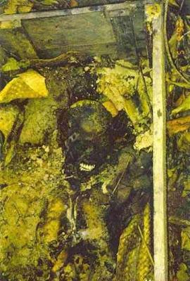 exh02 Foto Foto Penggalian Mayat Yang mengerikan