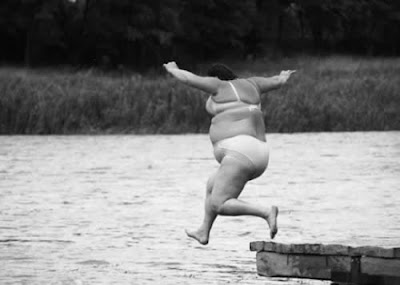 FAT WOMEN IN SWIMWEAR PHOTOS