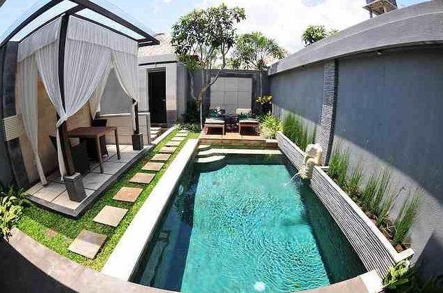a kolam renang dalam rumah swimming pool at home