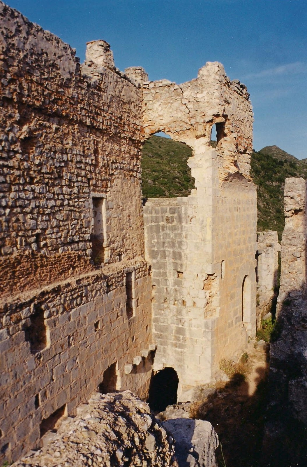 Segon recinte emmurallat de l'època cristiana del castell de la Reina Mora