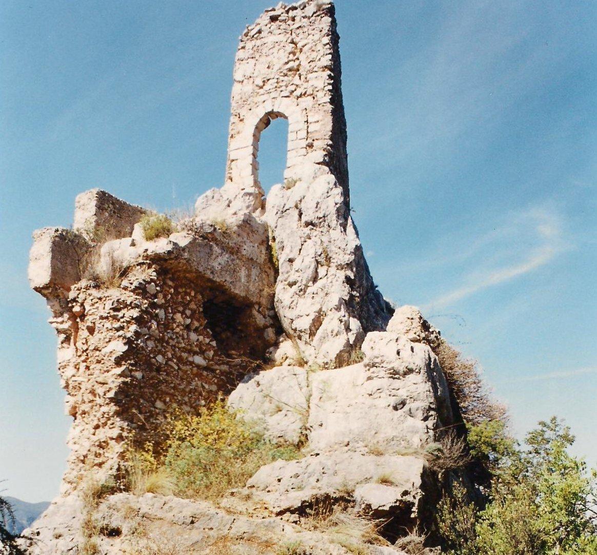 Porta d'accés a un pis superior del castell de la Reina Mora, enderrocat hui dia
