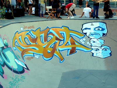 foto de graffiti en pista skate