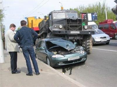 imagen de un accidente de camion y coche