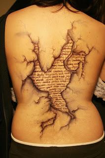 tatuaje espalda libro