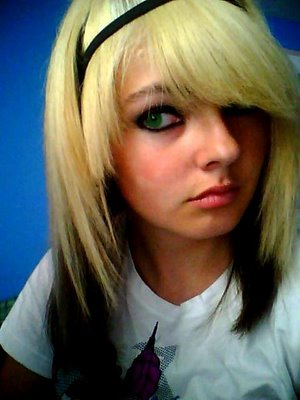 Hairstyles Pictures – Modern Short Blonde Emo Haircuts for Young