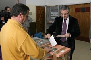 Pepino Blando votando