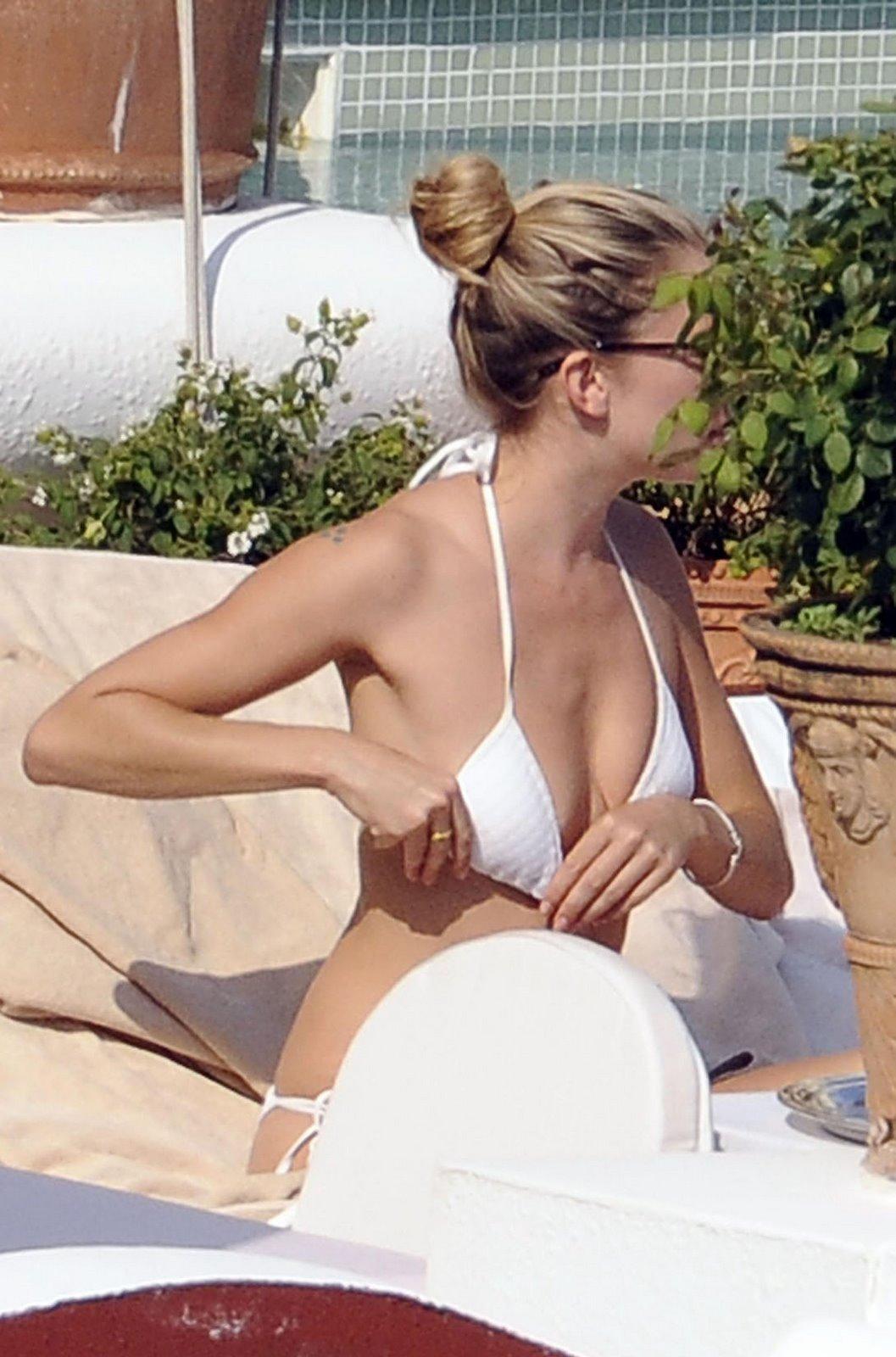 Sienna Miller Micro Bikini Pictures 2 Bikini Contest! 768x1024   83.83K   jpeg ryan white.net [ View full size ]