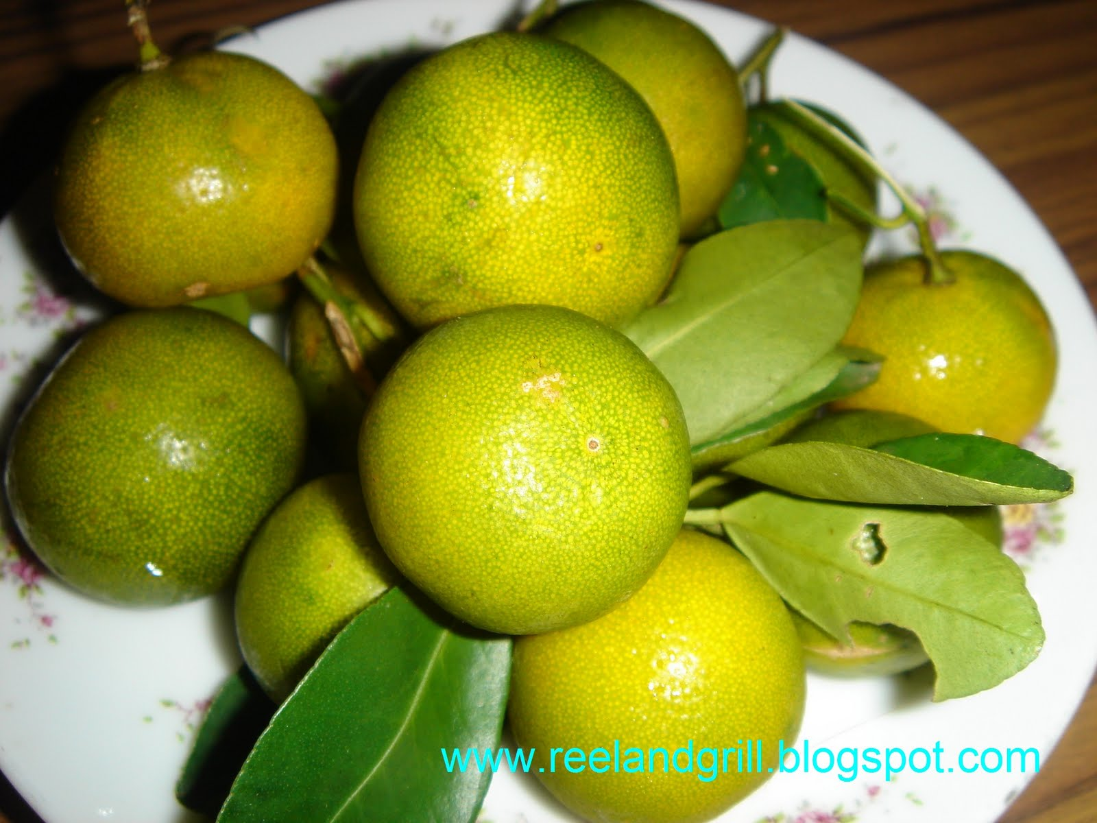 calamansi Calamansi calamansi is a fruit native to the philippines it wasn't popular until not long ago, when the knowledge about its health benefits spread all around the world.