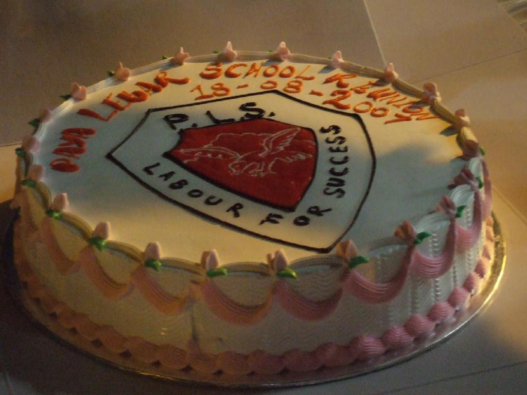 [Paya+Lebar+School+Badge+Cake+2007+Aug.jpg]