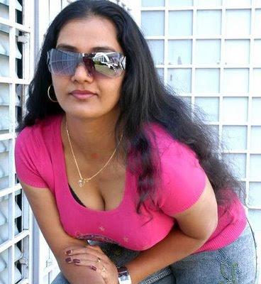 Indian Aunty Pundai