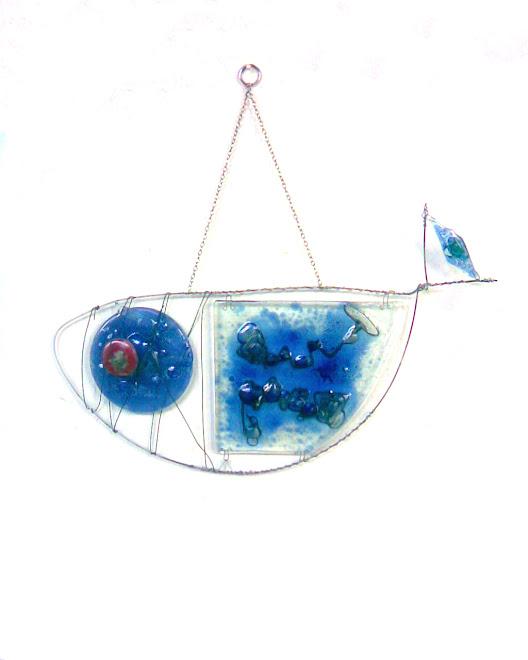 Pez de alambre y vidrio