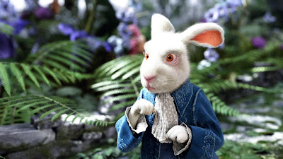 El Conejo Blanco en la película de Tim Burton Alicia en el País de las Maravillas