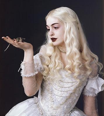 anne hathaway tan. queen anne hathaway beauty