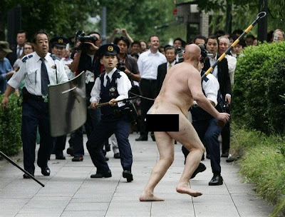 How many cops does it really take to capture a naked lunatic?