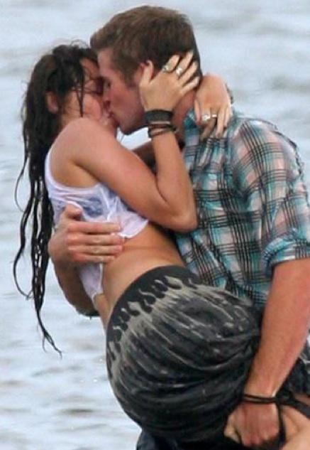 http://4.bp.blogspot.com/_dISkoprgqWc/TPV52-8z1fI/AAAAAAAAEjc/ZmwPhT3AUIs/s1600/Miley-Cyrus-liam-mensajes+de+texto.jpg
