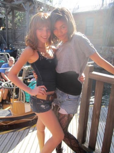 Las BFF y colegas de A Todo Ritmo Bella Thorne y Zendaya Coleman
