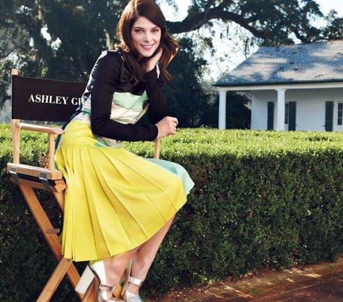Ashley Greene en Vogue (habla de su relación con Joe por primera vez!!!!!!!!) Ashley-greene-tv-0311-1