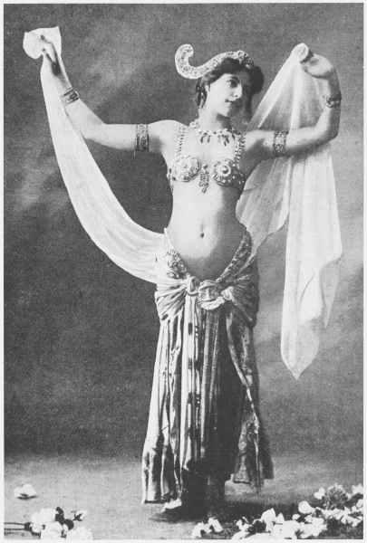 THIS IS STEAMPUNK!!! - Página 6 Mata+Hari,+c.1905