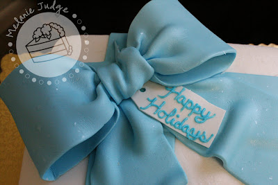 buttercream gift cake blue bow