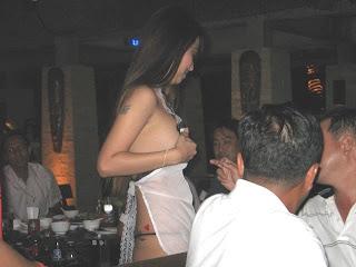 Pelayan Cewek Seksi Berbaju Transparan, foto toket pelayan bugil
