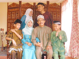1 HAPPY FAMILY AT HOME