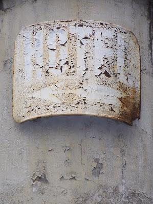 pidic encadrees bordeaux photoblog photo amateur ecriteau panneau hotel rouille