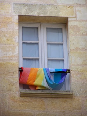 pidic encadrees bordeaux photoblog photo amateur rainbow flag amour emmele
