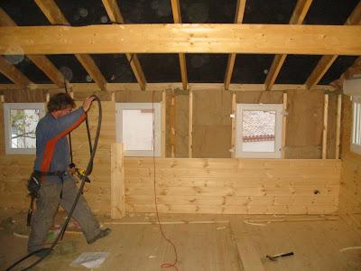 Maison en bois massif plancher tage cloisons int rieures for Isolation plancher bois etage