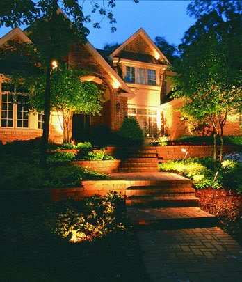 Luxury home gardens for Luxury outdoor lighting