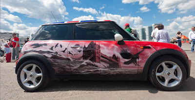Amazing Graffiti Mural Art on Car 2