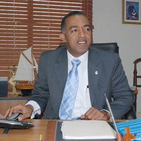 Diputado pide alza médicos se haga de fondos de Presidencia