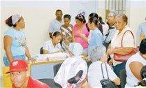 Paralizan hospitales;  golpean médicos desfilaban